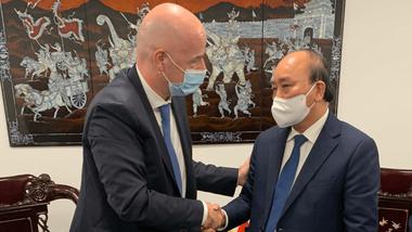 Chủ tịch nước Nguyễn Xuân Phúc và chủ tịch FIFA Gianni Infantino tại buổi gặp. Ảnh: FIFA