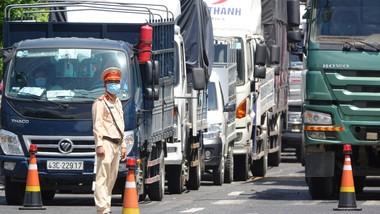 Trạm kiểm soát dịch quốc lộ 1A thuộc xã Hòa Phước (huyện Hòa Vang, TP Đà Nẵng) là chốt trọng điểm, đón đầu các phương tiện từ phía Nam vào TP Đà Nẵng