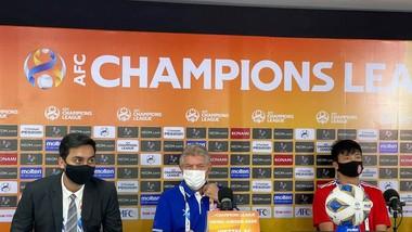 HLV Jurgen Gede và đội trưởng Bùi Tiến Dũng tham dự buổi họp báo tại AFC Champions League 2021
