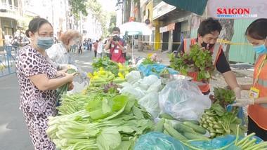 Phiên chợ dã chiến ở khu phố xanh