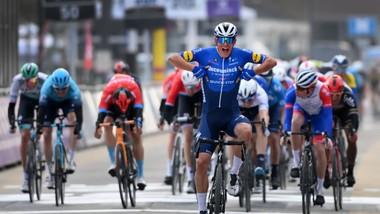 Niềm vui chiến thắng của Davide Ballerini.