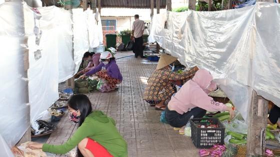 Người dân Củ Chi đi chợ 'bình thường mới'