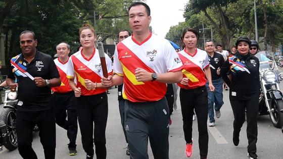 Đông đảo VĐV Việt Nam chạy hưởng ứng SEA Games 2017