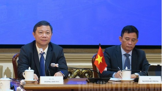 Vice Chairman of the HCMC People's Committee Duong Anh Duc (L) and Vice Chairman of the People's Committee of Thu Duc City Nguyen Ky Phung at the virtual meeting