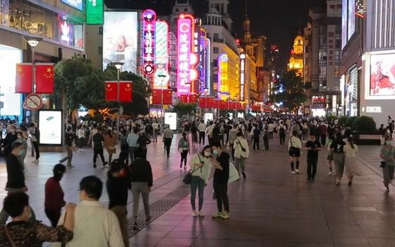 圖為中國上海南京路步行街一瞥。(圖源:互聯網)