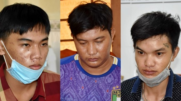 Đối tượng Học, Thạnh, Cảnh (từ trái qua) tại cơ quan công an. Ảnh: TRỌNG NGUYỄN
