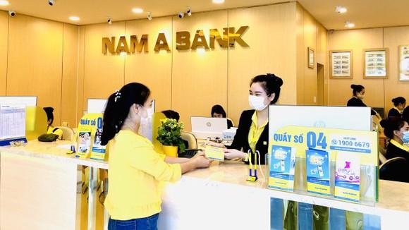 Khách hàng giao dịch tại Nam A Bank Thừa Thiên - Huế