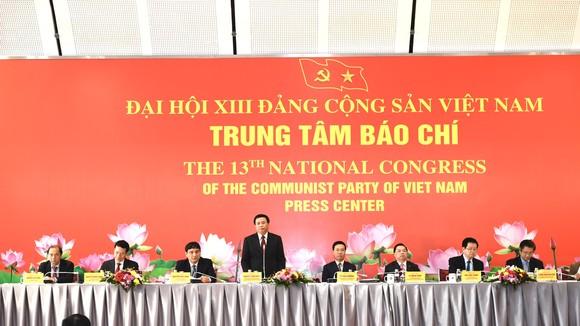 Họp báo trước khai mạc Đại hội XIII của Đảng. Ảnh: VIẾT CHUNG