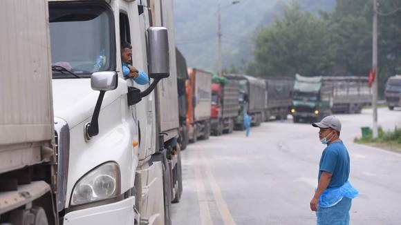 Hàng hóa chờ thông quan tại Cửa khẩu Tân Thanh, tỉnh Lạng Sơn. Ảnh: VIẾT CHUNG