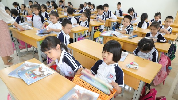 Các em học sinh rất mong quay trở lại trường học. Ảnh: VIẾT CHUNG