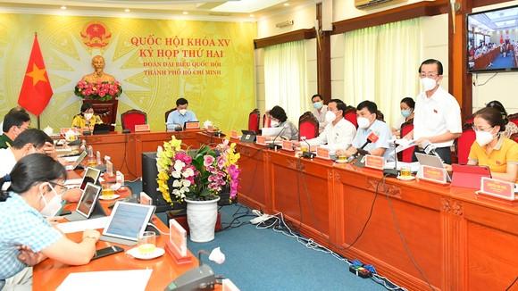 Đoàn đại biểu Quốc hội TPHCM tham gia thảo luận ở tổ về dự án Luật Kinh doanh bảo hiểm (sửa đổi). Ảnh: VIỆT DŨNG
