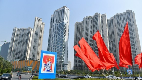 Hanoi streets covered with flags and posters to welcome the 13th National Party Congress