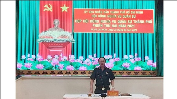 Major General Nguyen Van Nam, Member of the Standing Board of the Ho Chi Minh City Party Committee, Standing Deputy Chairman of the Ho Chi Minh City Military Services Council chairs the meeting