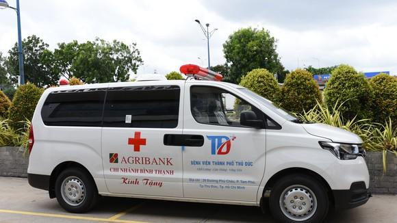 Xe cứu thương Agribank Chi nhánh Bình Thạnh  tài trợ Bệnh viện TP Thủ Đức