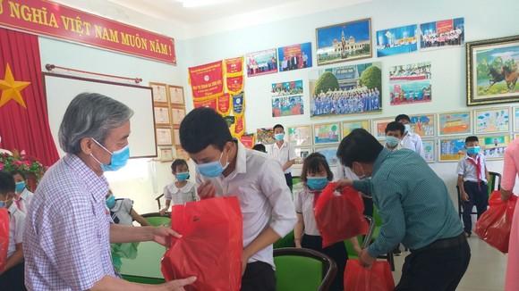 Trung tâm Nuôi dạy trẻ khuyết tật Võ Hồng Sơn tổng kết năm học trực tuyến phòng, chống Covid-19