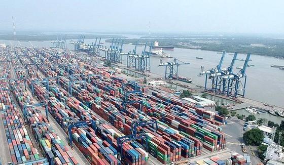 Hàng hóa xuất nhập khẩu tại Cảng Cát Lái, TPHCM. Ảnh: CAO THĂNG