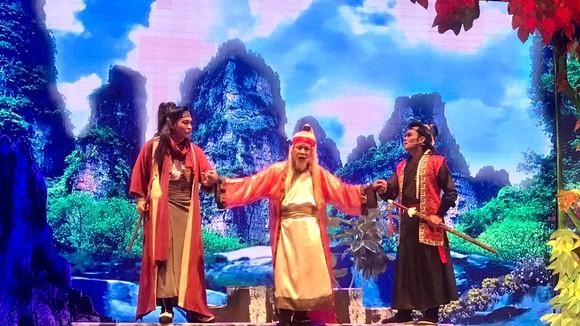 Các nghệ sĩ biểu diễn vở Đêm lạnh chùa hoang tại Bạc Liêu
