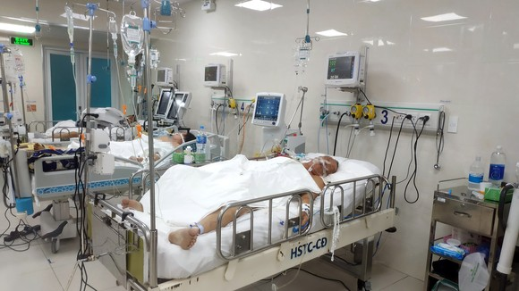 Một bệnh nhân đang điều trị tại Khoa Hồi sức tích cực chống độc, Bệnh viện Nguyễn Tri Phương