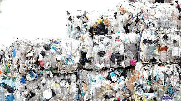 Rác thải nhựa chờ tái chế