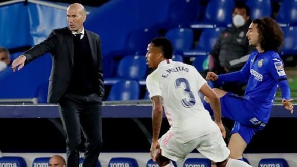 HLV Zinedine Zidane chứng kiến Real Madrid suy kiệt hòa 0-0 tại Getafe. Ảnh: Getty Images