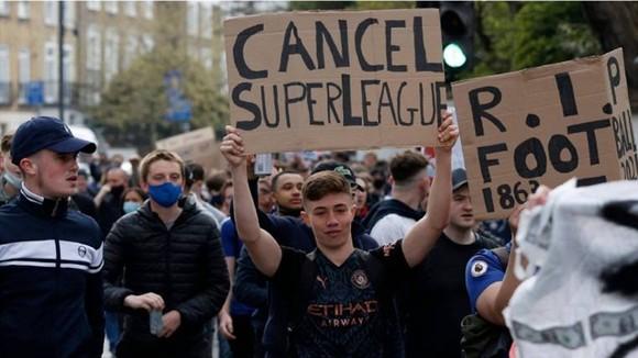 Làn sóng phản đối của người hâm mộ là lý do khiến European Super League sụp đổ.