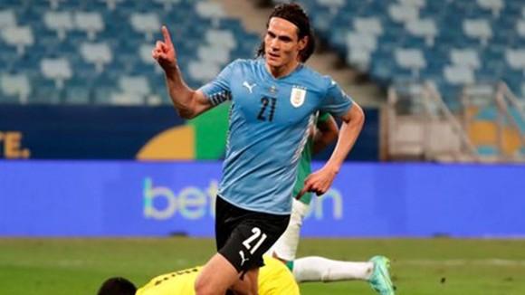 Edinson Cavani ghi bàn thắng đầu tiên cho tuyển Uruguay kể từ tháng 11 năm ngoái.