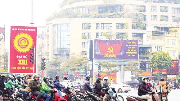 Đường phố Thủ đô Hà Nội trước ngày khai mạc Đại hội lần thứ XIII của Đảng