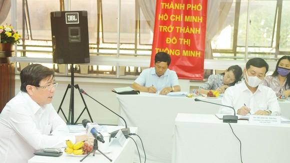 Chủ tịch UBND TPHCM Nguyễn Thành Phong chủ trì hội nghị duyệt các nội dung triển khai thực hiện nhiệm vụ năm 2021 của Sở Kế hoạch và Đầu tư TPHCM. Ảnh: CAO THĂNG