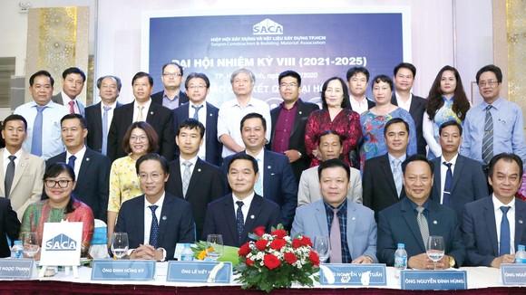 Ban chấp hành nhiệm kỳ VIII (2021-2025) của SACA trong buổi lễ ra mắt, ông Lê Viết Hải - Chủ tịch Hiệp hội (Hàng thứ nhất, người thứ ba từ trái sang)