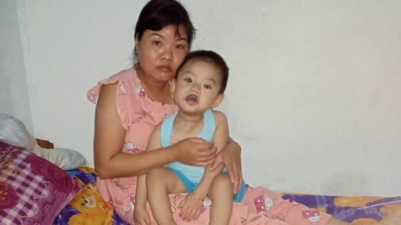 Chị Phan Thị Thúy Vân và bé Lê Gia Phúc