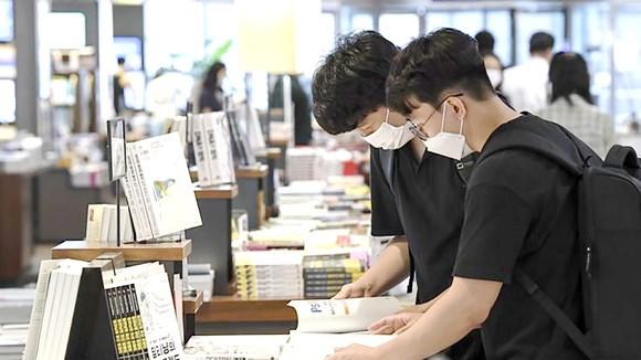 Độc giả Hàn Quốc chọn mua sách