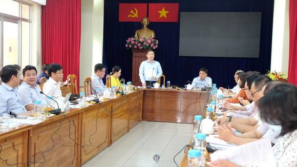 Phó Chủ tịch UBND TPHCM Dương Anh Đức làm việc tại quận 5 ngày 5-3. Ảnh: THU HƯỜNG