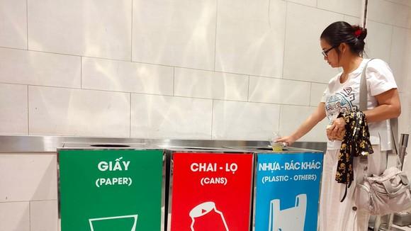 Phân loại rác tại nguồn giúp tiết kiệm chi phí trong công tác xử lý, góp phần bảo vệ môi trường. Ảnh: HOÀNG HÙNG