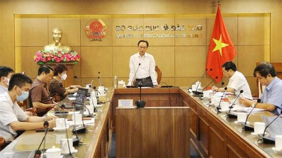 Thứ trưởng Bộ GD-ĐT Hoàng Minh Sơn chủ trì hội nghị trực tuyến về công tác tuyển sinh 2021. Ảnh: Thanhuytphcm