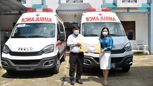 Sở Y tế Kiên Giang đã phân bổ 3 xe cứu thương do Sun Group tài trợ về cho huyện Vĩnh Thuận, Gò Quao và TP Hà Tiên để kịp thời phục vụ công tác phòng, chống dịch
