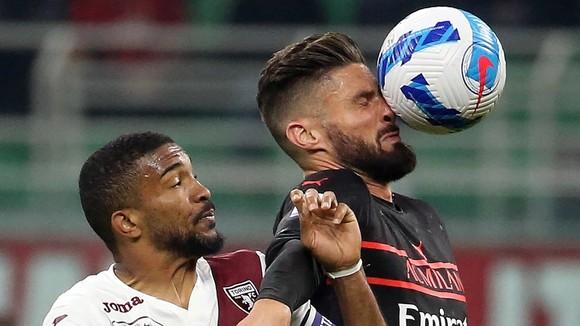 Olivier Giroud ghi bàn quyết định chiến thắng Torino