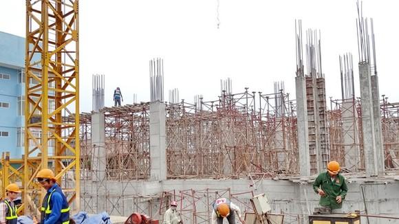 Giá vật liệu xây dựng tăng cao cũng là một trong những nguyên nhân gián tiếp kéo giá nhà ở tăng cao.