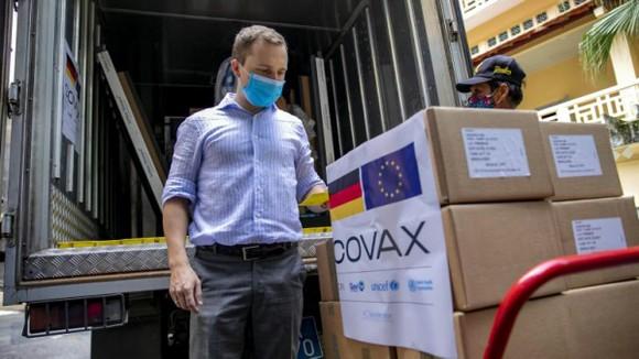 Việc hỗ trợ vaccine thông qua cơ chế COVAX đã chứng tỏ hiệu quả trong phòng, chống dịch. Ảnh: Unicef