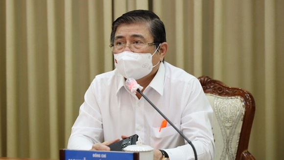 Chủ tịch UBND TPHCM Nguyễn Thành Phong phát biểu tại cuộc họp