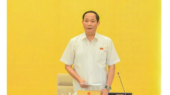 Phó Chủ tịch Quốc hội Trần Quang Phương điều hành phiên họp