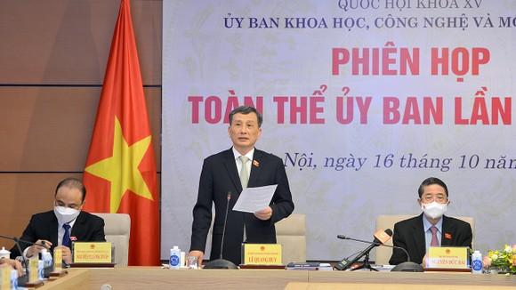 Chủ nhiệm Ủy ban KHCNMT Lê Quang Huy điều hành phiên họp
