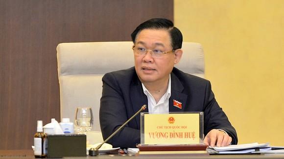 Chủ tịch Quốc hội Vương Đình Huệ điều hành phiên họp