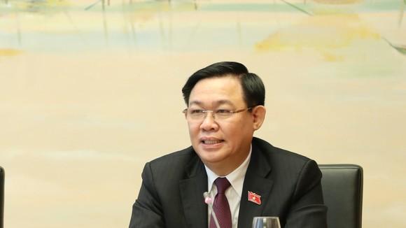 Chủ tịch Quốc hội Vương Đình Huệ phát biểu tại phiên họp tổ