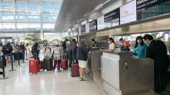 Các chuyến bay nội địa vẫn hạn chế