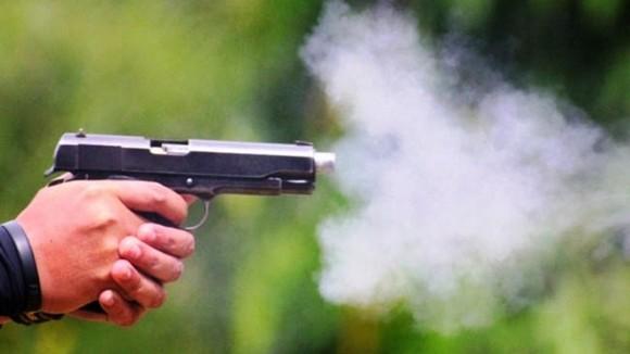 Điều tra vụ dùng súng bắn vào đùi người đang phát quà từ thiện