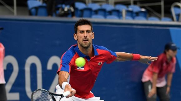 """Nỗ lực """"hứng lấy"""" Golden Slam của Djokovic tan thành mây khói"""