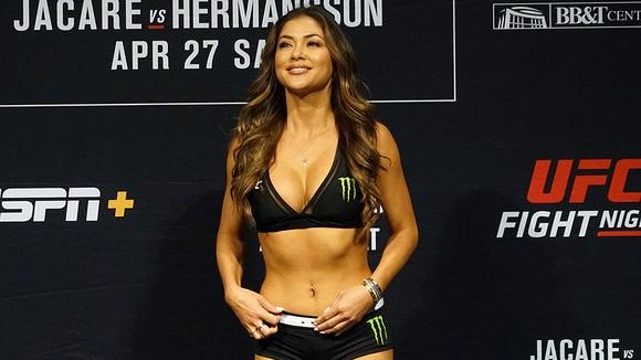 Celeste là Ring Girl nổi tiếng của UFC