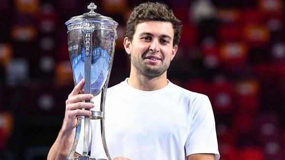 Karatsev đăng quang ở Moscow