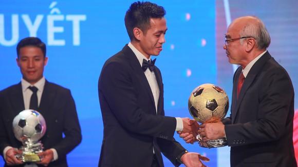 Văn Quyết lần đầu giành danh hiệu QBV Việt Nam. Ảnh: DŨNG PHƯƠNG