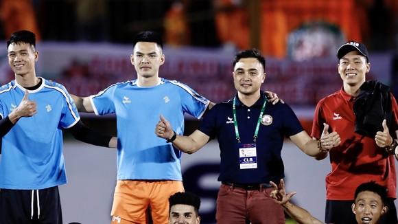 HLV Nguyễn Đức Thắng cùng các học trò giành trọn 3 điểm ở vòng 2. Ảnh: DŨNG PHƯƠNG